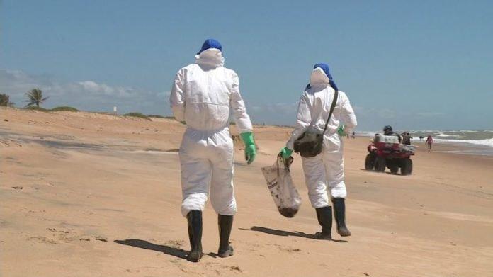 Chegada de fragmentos de óleo a praias do ES preocupa comerciantes