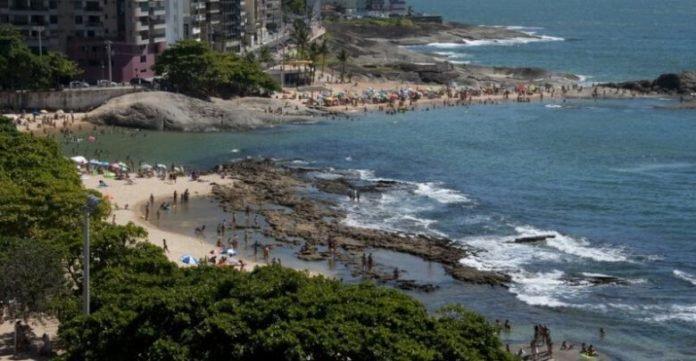Praias das Castanheiras é eleita com uma das melhores de Guarapari