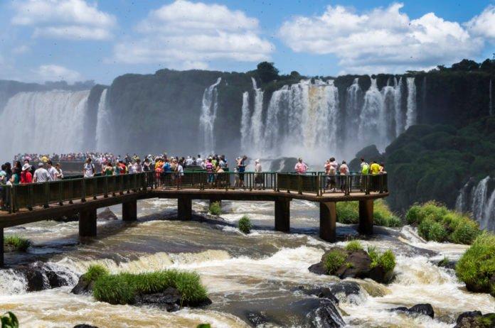 Conheça Foz do Iguaçu e fique deslumbrado com as Cataratas